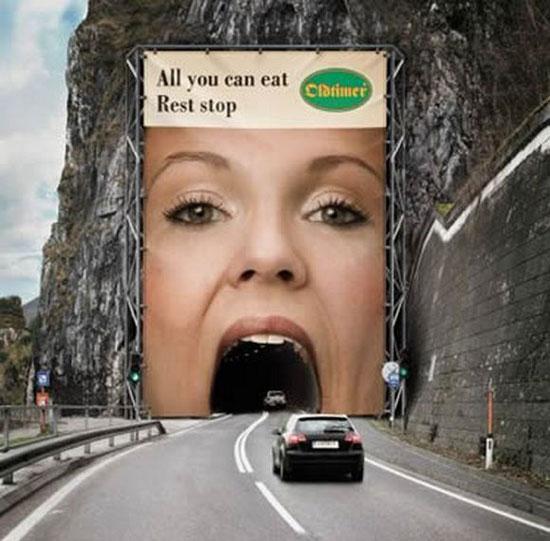 kreatives Plaket von Autobahnraststätte